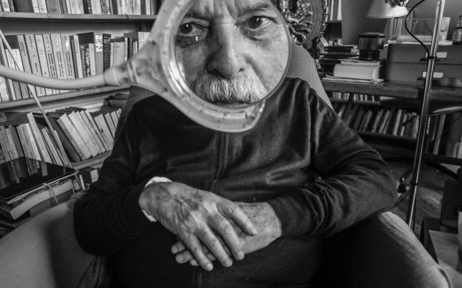 La Cinémathèque rend hommage à Alejandro Jodorowsky, ici chez lui à Paris le 1e octobre, jusqu'au 9 octobre.