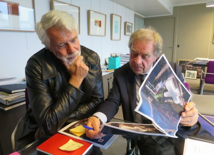 Chris Dercon President of the RMN Grand Palais (left), and Jean-Michel Wilmotte, architect of the Grand Palais ephemere. LP / E.L.-M.
