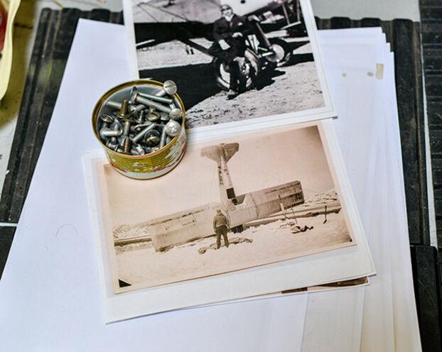 Par souci de précision, une photo du crash d'Henri Guillaumet en 1930 a été utilisée pour restaurer un Potez 25.