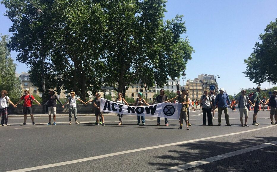 Pont de Sully (Ve) ce vendredi lors de l'action des militants d'Extinction Rebellion.