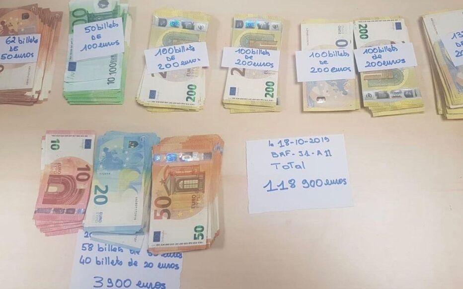 Les policiers ont saisi 118 900 euros sur M., à la gare de Châtelet-Les Halles.