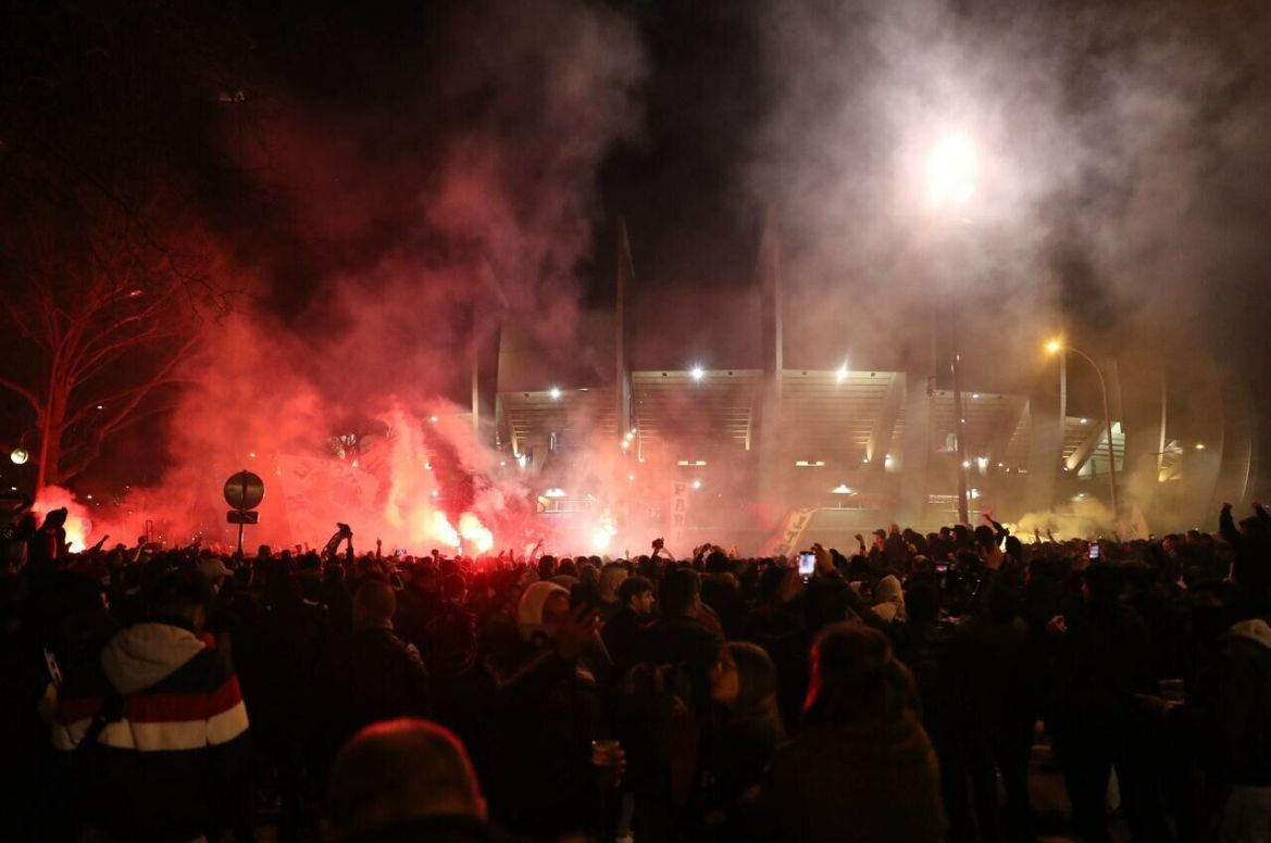 Several thousand PSG supporters gathered in front of the Parc for the 8th final against Borussia Dortmund./LP/Arnaud Journois