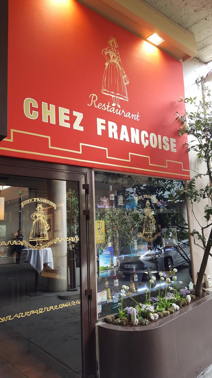Entrée du restaurant Chez Françoise à Paris