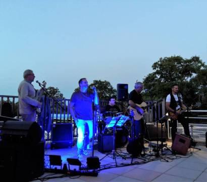 Okazoo,  groupe pop rock laissagais, animait une soirée à la Grange de Monteillac.