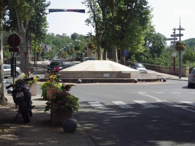 C'est au rond point situé au bas du boulevard Gambetta que le policier a fait usage de son arme pour se dégager