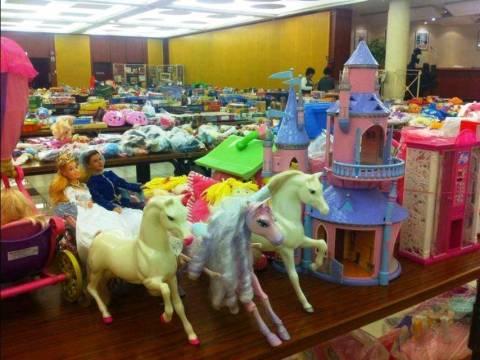 La bourse aux jouets et petites décorations.