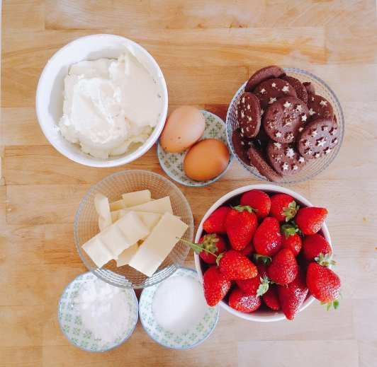 Bake challenge: ingredienti cheesecake alle fragole - Le Plume