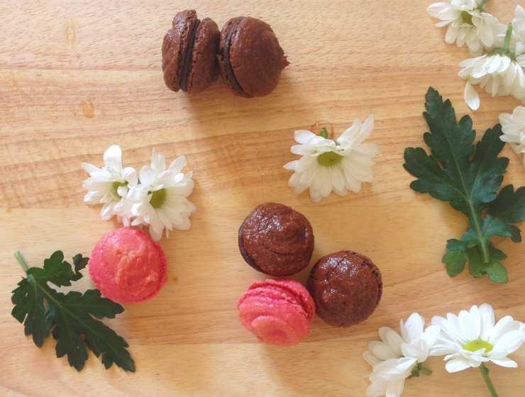 Macarons fragole e cioccolato