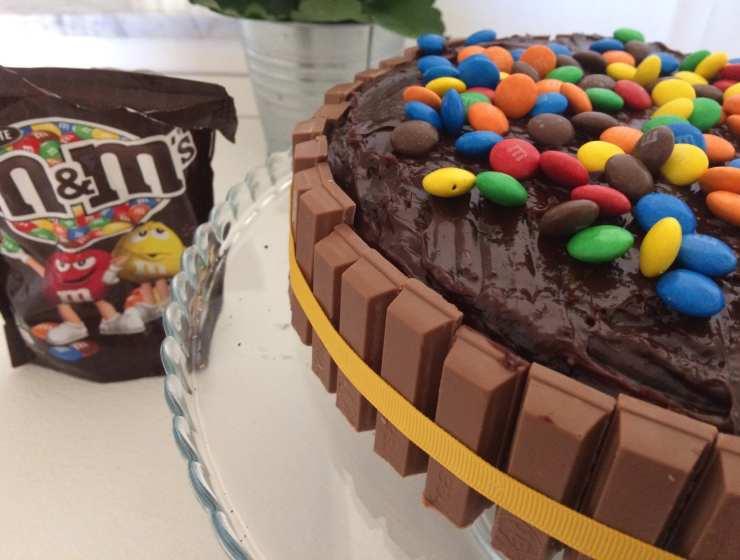 kitkat cake - Leplume