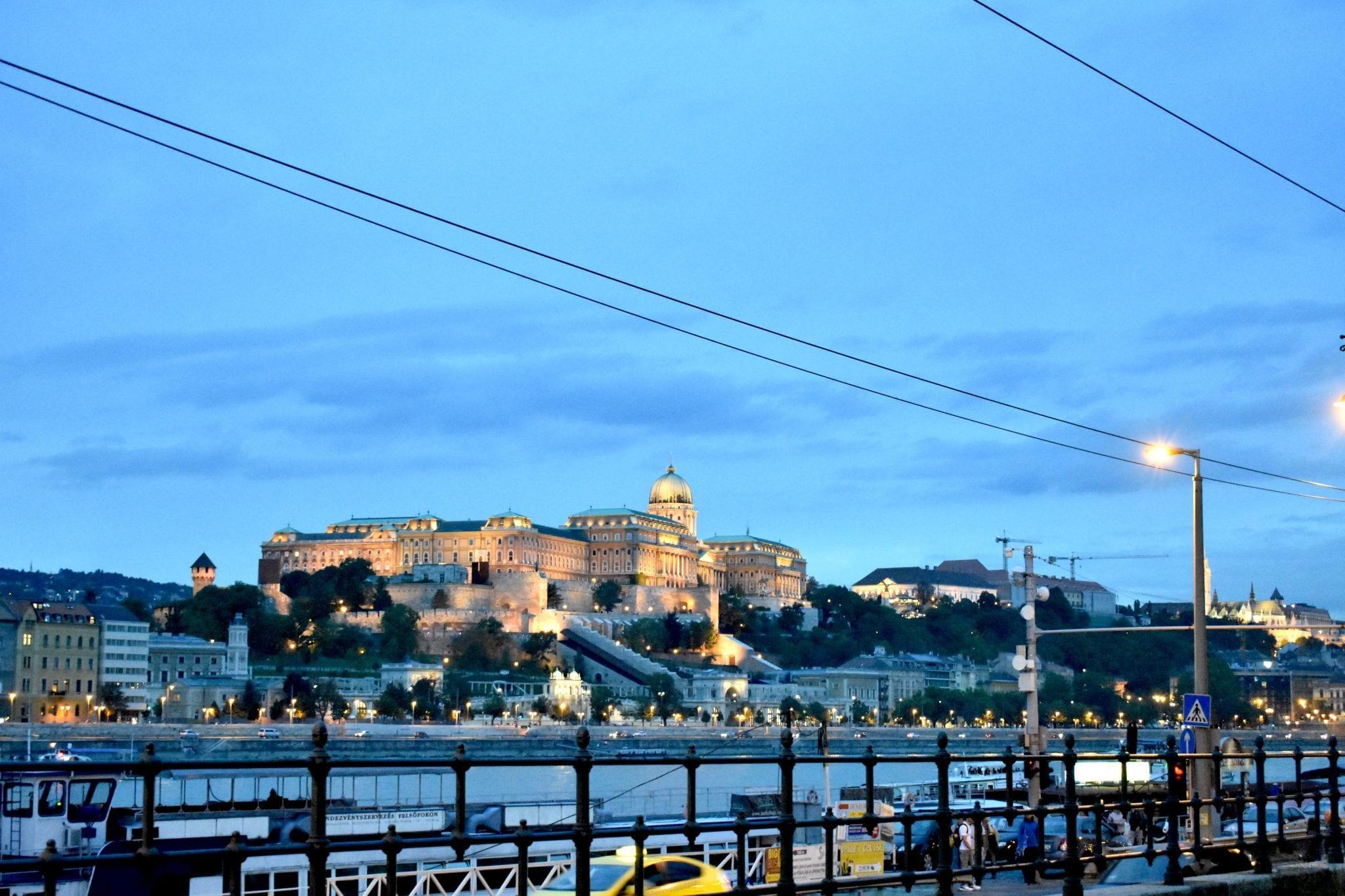 vista castello di notte - budapest - Le Plume