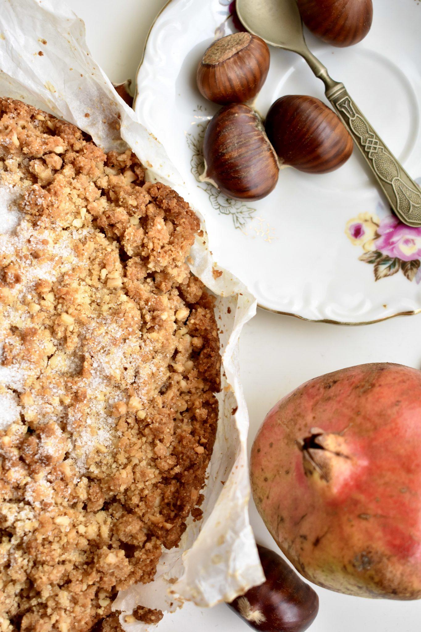 Finta sbrisolona con farina di castagne e mele - Le Plume