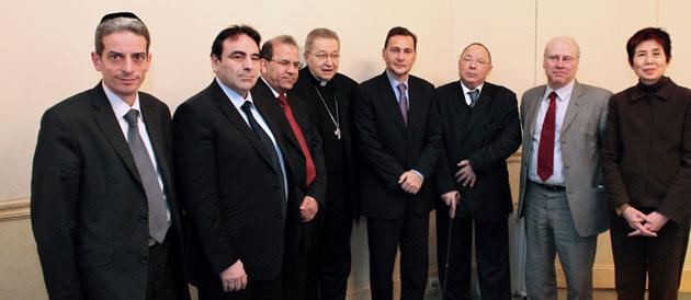 Identité nationale : Éric Besson envisage d'associer les représentants religieux au débat