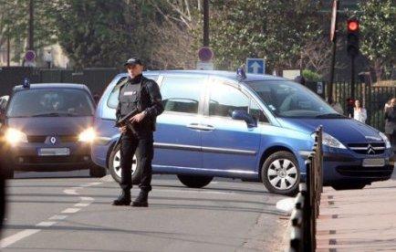 """Abdelkader Merah, frère du """"tueur au scooter"""", a été mis en examen et écroué dimanche notamment pour complicité d'assassinats et association de malfaiteurs en vue de la préparation d'acte de terrorisme, a-t-on appris de source judiciaire"""