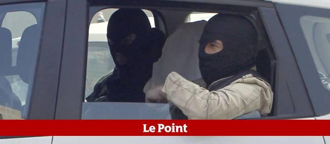 Abdelkader Merah à son arrivée samedi matin à la SDAT (Sous-division antiterroriste) à Levallois-Perret.
