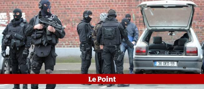 Une des arrestations près de Roubaix, mercredi matin.