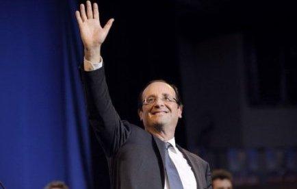 """Le socialiste François Hollande, arrivé en tête du premier tour de la présidentielle, estime dans une longue interview publiée mardi dans Libération qu'il lui appartient désormais de """"convaincre"""" l'électorat du Front national, """"dont une part vient de la gauche""""."""