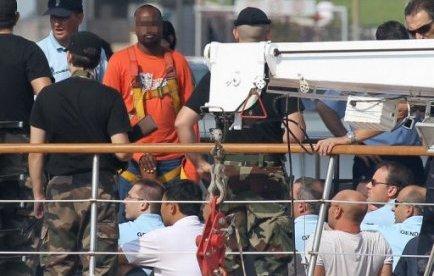 Le procès de six Somaliens accusés d'avoir pris en otage pendant une semaine, en avril 2008, l'équipage français du voilier Le Ponant s'ouvrira mardi matin aux assises de Paris.