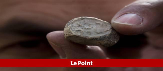 Cette pièce en argile était utilisée pour apposer un sceau sur des documents. Le nom de Bethléem y est inscrit en ancien hébreu.