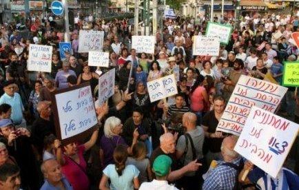 Une manifestation qui a dégénéré en violences racistes à Tel-Aviv a déclenché jeudi une virulente polémique sur la présence en Israël de quelque 60.000 immigrants clandestins, la plupart Soudanais et Erythréens, entrés illégalement via le Sinaï égyptien.