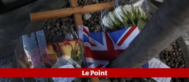 Des bouquets de fleurs ont été déposés devant l'hôpital Edouard VII, en mémoire de l'infirmière décédée