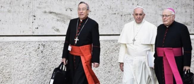 Le pape François préside le synode des évêques sur la famille au Vatican, dont un premier résumé des travaux a été remis le 13 octobre 2014.