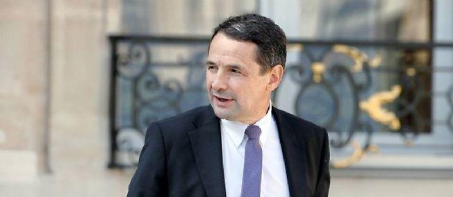 """Thierry Mandon, secrétaire d'État à la réforme de l'État, a dévoilé trois des nouvelles mesures de ce """"choc de simplification"""" voulu par le président François Hollande."""
