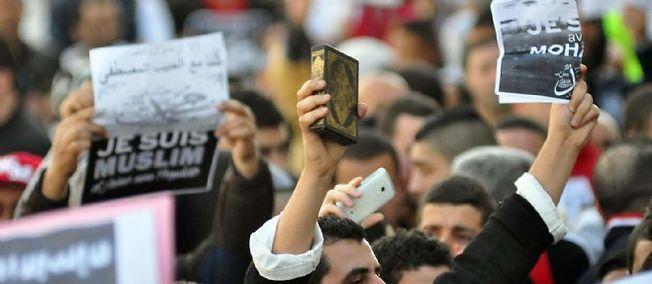 """""""Estoy Mohamed"""", el lema religiosa dio paso a gritos de apoyo a los terroristas y el establecimiento de un estado islámico."""
