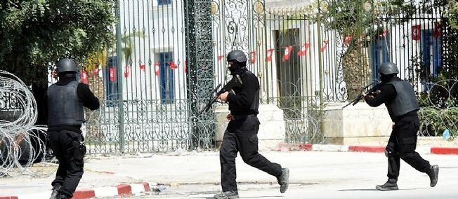 Les forces de l'ordre ont sécurisé le périmètre lors de l'attaque du musée du Bardo, mercredi, à Tunis.