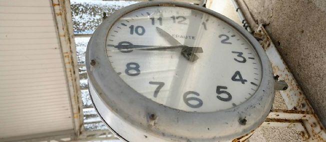 Dimanche, à 2 heures, il sera 3 heures.