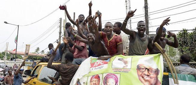 Après l'élection à la présidence du Nigeria de l'opposant Muhammadu Buhari, ses supporters font la fête à Lagos.