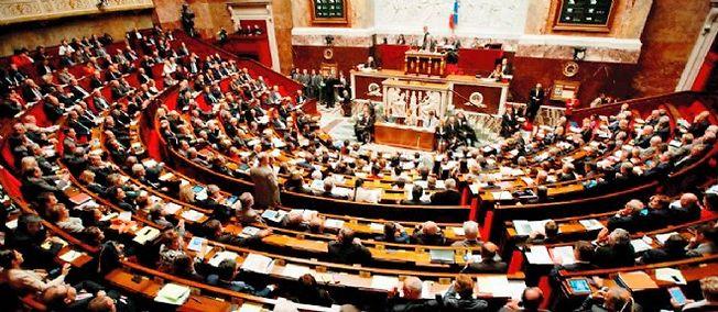 """À propos de la loi de renseignement, Manuel Valls a rejeté les accusations de """"loi de circonstance"""" après les attentats de janvier."""