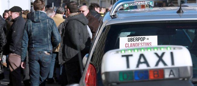 Manifestation de taxis dans le sud de la France, en février 2015. La mobilisation du 25 juin a mobilisé près de 3 000 chauffeurs.
