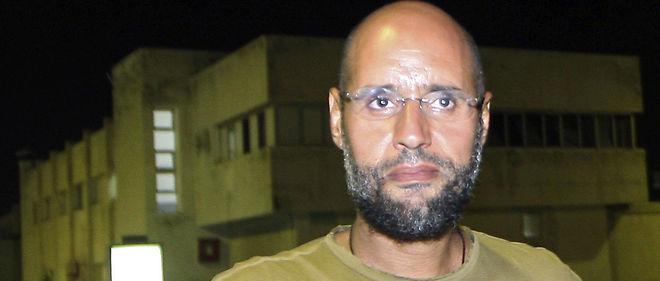 Seif al-Islam Kadhafi, souvent présenté comme le successeur potentiel de l'ex-dictateur, était absent à l'audience, car il n'est pas aux mains des autorités siégeant à Tripoli. Depuis son arrestation en novembre 2011, il est détenu à Zenten, au sud-ouest de Tripoli, par des milices opposées aux autorités de Tripoli.