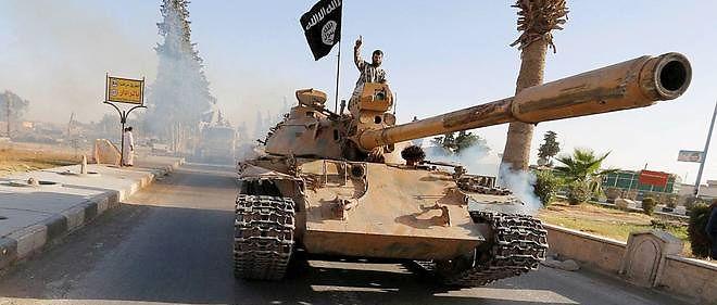 Parade militaire à Raqqa, fief de l'État islamique en Syrie.