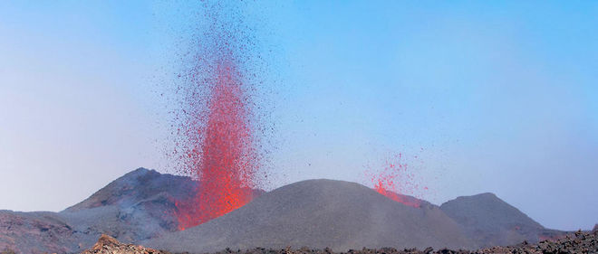Le volcan de La Fournaise en éruption, en septembre 2016. Image d'illustration.