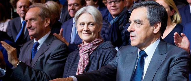 """D'après """"les feuilles de paie"""" de Penelope Fillon, celle-ci a été rémunérée de 1998 à 2002 par son mari, député de la Sarthe."""
