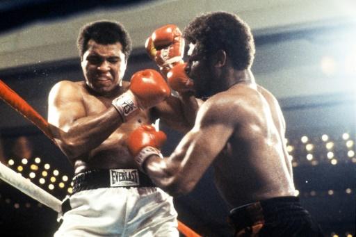 Le boxeur Mohamed Ali (g) face à Leon Spinks, le 15 février 1978 à Las Vegas © - CONSOLIDATED NEWS PICTURES/AFP/Archives