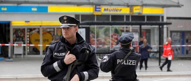 Au moins une personne a été tuée et plusieurs autres blessées vendredi 28 juillet après une attaque au couteau dans un supermarché de Hambourg.