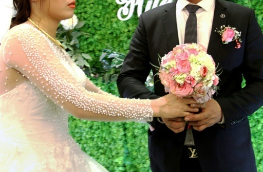 Au Vietnam, le business des mariages Potemkine