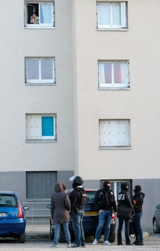 Police forces arrive to search the small city Ozanam Carcassonne where resided Radouane Lakdim, the author of the murderous hostage taking in Trèbes, March 23, 2018 © Eric CABANIS AFP