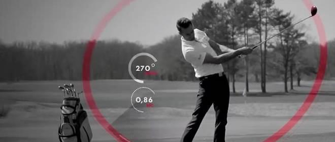"""Grace a """"PIQ Robot"""", un capteur de 10 grammes fixe sur son gant, un golfeur peut avoir acces a des milliers de donnees lies a son swing, ses choix de clubs et ainsi perfectionner sa pratique."""