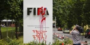 la pancarte de la FIFA vandalisée à Zurich