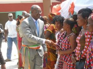 Le maire Bagrou salue ses administrés (Ph:Dr)