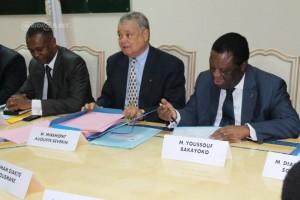 Auguste Miremont (au centre), président de séance promet les élections vendredi 5 septembre 2014 (Ph :Dr)