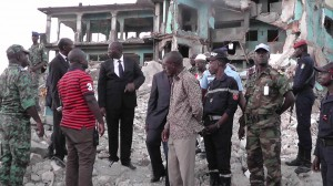 Le ministre de la Construction s'est déplacé sur les lieux pour prendre le pouls de la situation.