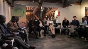 Les participants au Projet Paix et Justice et des étudiants de l'Ecole supérieure de la Haye (HHS) lors du Hague Talks tenu à la Maison de l'Humanité, à la Haye (Crédit photo : Ramaz Melashvilli)