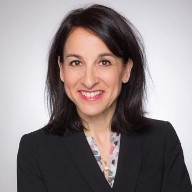 Photo Cv Pro Linkedin pays De Gex les Bains Exemple 4 Femme Fond Clair