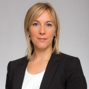Photo Cv Pro Linkedin pays De Gex les Bains Exemple 2 Femme Fond Clair