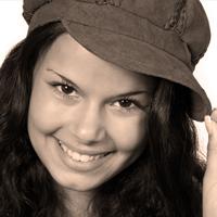 le quai namaste salon de coiffure artisan coiffeur coloration vegetale soins energetiques Accueil portraits jeune femme 02 - le-quai-namaste-salon-de-coiffure-artisan-coiffeur-coloration-vegetale-soins-energetiques-Accueil-portraits-jeune-femme-02