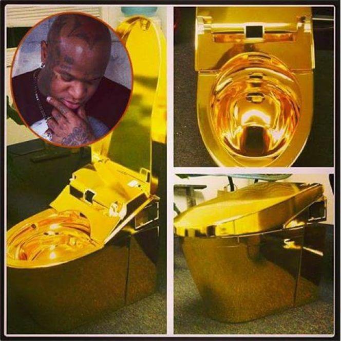 Vidéo: Birdman s'offre un pot de toilette en or à 2 millions de dollars.